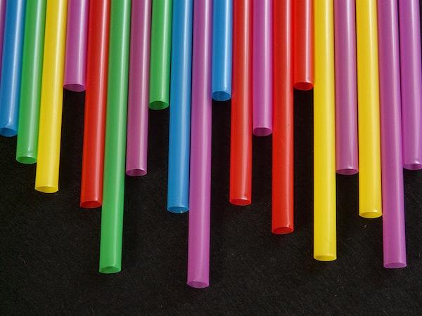 Alternatywy słomek plastikowych
