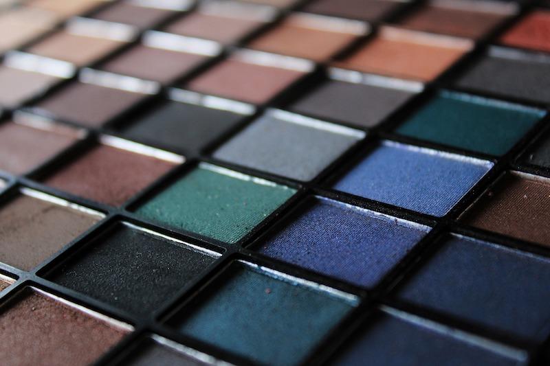 W sklepie internetowym Lavenda znajdziemy profesjonalne kosmetyki do makijażu.